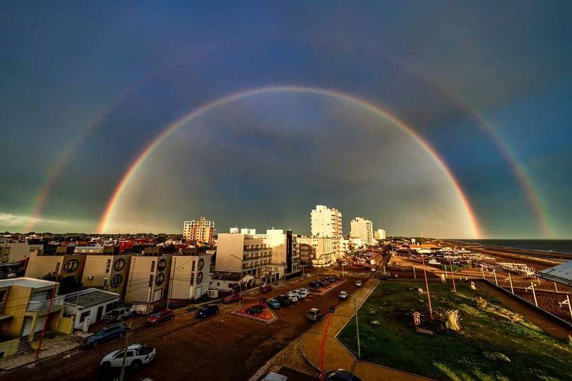 Fotografía del doble arco iris en Monte Hermoso Rubén Kravetz