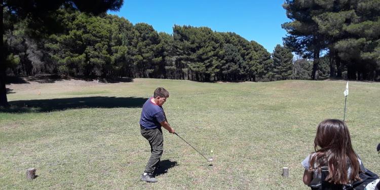 Escuela de golf Monte Hermoso para niños
