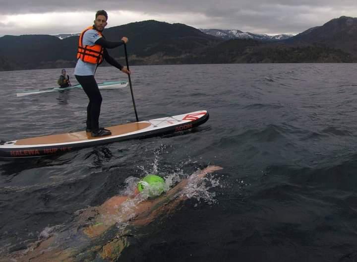 Daiana Farrer cruce del lago Lácar septiembre 2021