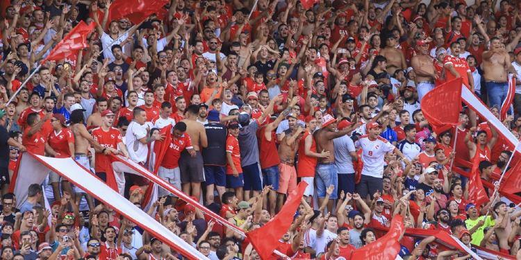 Tiroteo entre dos facciones de la barra de Independiente